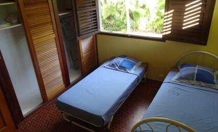 Haut De Maison F3 2 Chambres Climatisées 50 Mètres De La Plage Avec Terrasse Couverte Et Ventilée